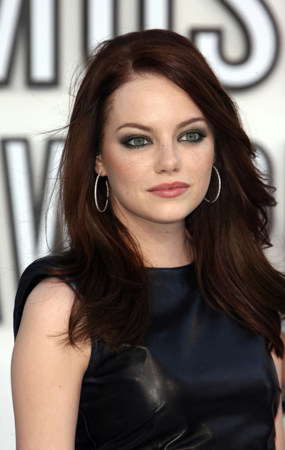 loving her in this rich, coppery auburn hair color :: more green eyes
